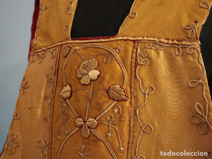 Antigüedades: Casulla confeccionada en tisú bordado con hilo de oro. Francia, siglo XIX. - Foto 19 - 228513490