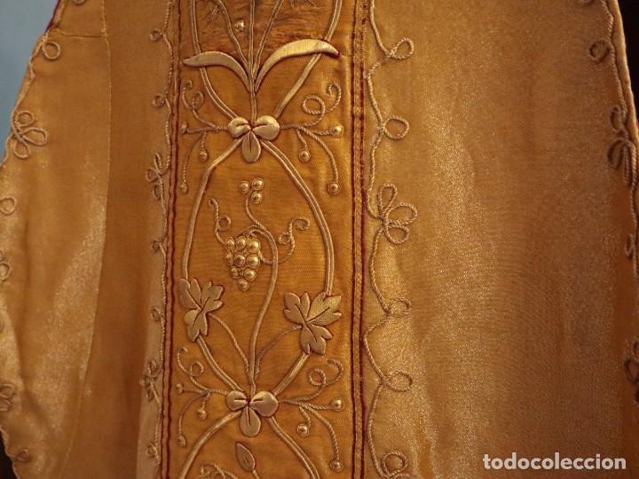 Antigüedades: Casulla confeccionada en tisú bordado con hilo de oro. Francia, siglo XIX. - Foto 20 - 228513490