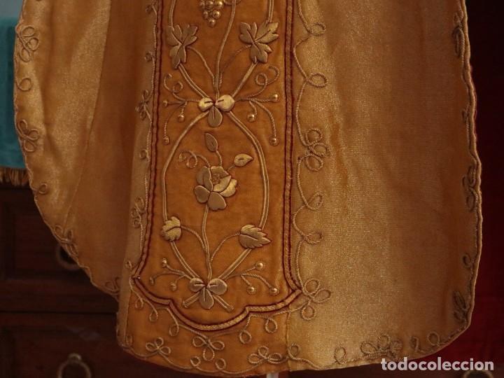 Antigüedades: Casulla confeccionada en tisú bordado con hilo de oro. Francia, siglo XIX. - Foto 21 - 228513490