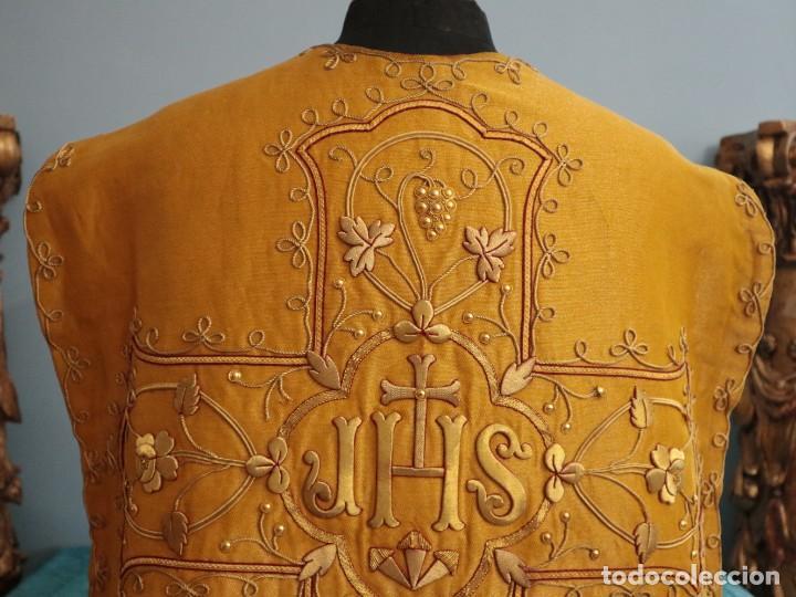 Antigüedades: Casulla confeccionada en tisú bordado con hilo de oro. Francia, siglo XIX. - Foto 23 - 228513490
