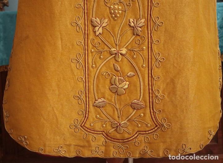 Antigüedades: Casulla confeccionada en tisú bordado con hilo de oro. Francia, siglo XIX. - Foto 27 - 228513490