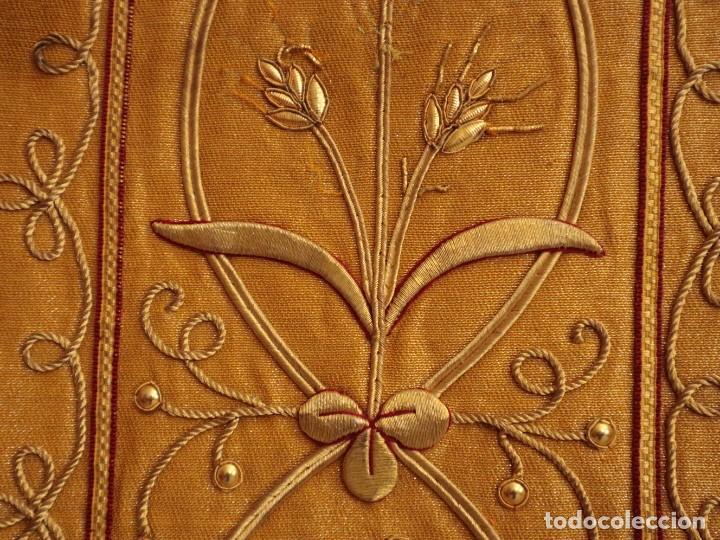 Antigüedades: Casulla confeccionada en tisú bordado con hilo de oro. Francia, siglo XIX. - Foto 28 - 228513490