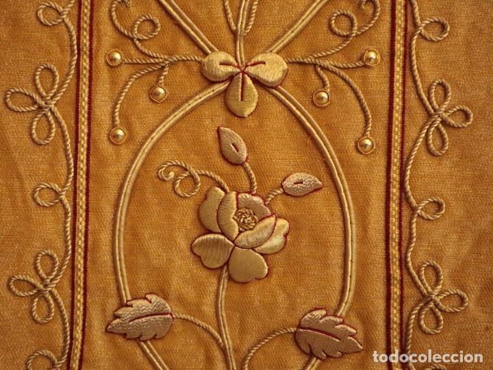 Antigüedades: Casulla confeccionada en tisú bordado con hilo de oro. Francia, siglo XIX. - Foto 29 - 228513490