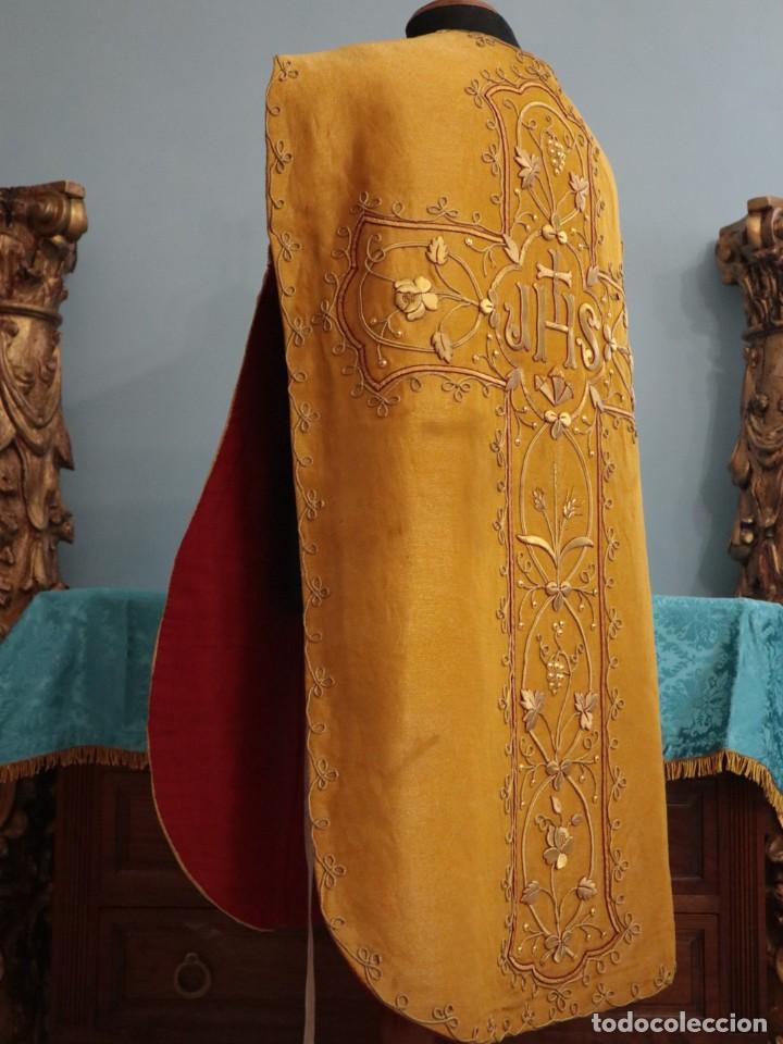 Antigüedades: Casulla confeccionada en tisú bordado con hilo de oro. Francia, siglo XIX. - Foto 30 - 228513490
