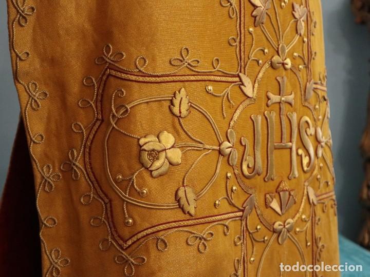 Antigüedades: Casulla confeccionada en tisú bordado con hilo de oro. Francia, siglo XIX. - Foto 31 - 228513490