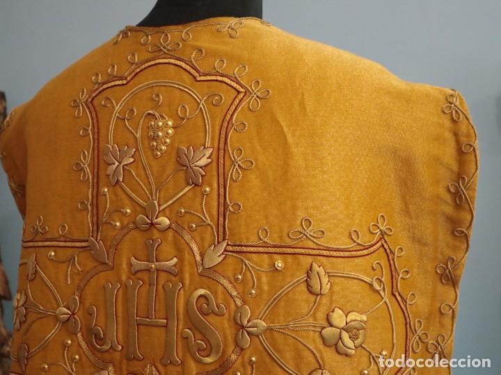 Antigüedades: Casulla confeccionada en tisú bordado con hilo de oro. Francia, siglo XIX. - Foto 33 - 228513490