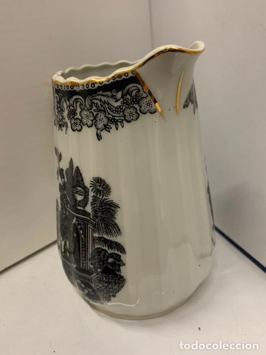Antigüedades: Encantadora lechera de porcelana fina, SANTA CLARA MAH VIGO. 12,5cms de altura total. Excelente - Foto 2 - 228549705