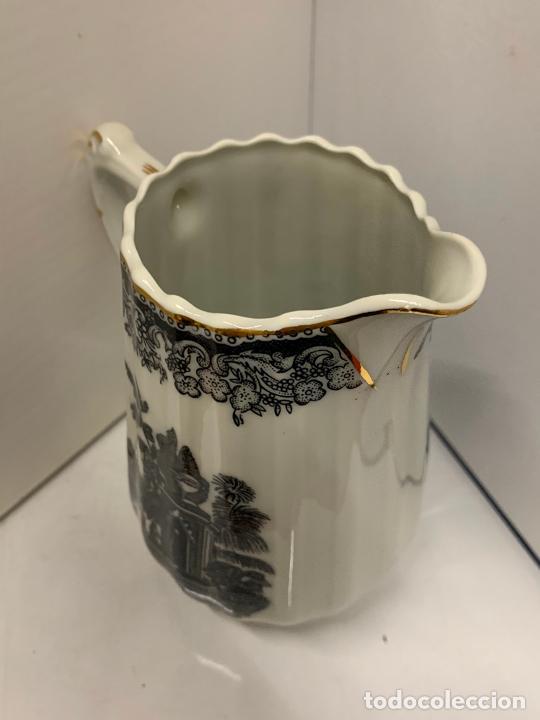 Antigüedades: Encantadora lechera de porcelana fina, SANTA CLARA MAH VIGO. 12,5cms de altura total. Excelente - Foto 7 - 228549705