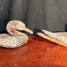 Antigüedades: BONITA PAREJA DE PATOS DE RECLAMO DE CAZA EN MADERA. Lote 228587595