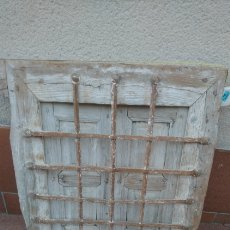 Antigüedades: BONITA VENTANA MADERA ANTIGUA CON REJA DE FORJA. Lote 228602285