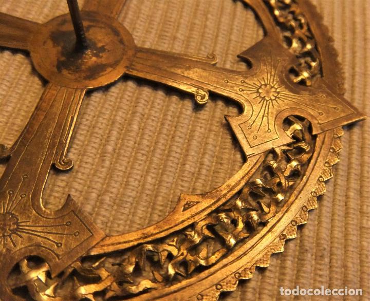 Antigüedades: ANTIGUA CORONA DE BRONCE PARA IMAGEN RELIGIOSA de 11 cms - Foto 2 - 228629783