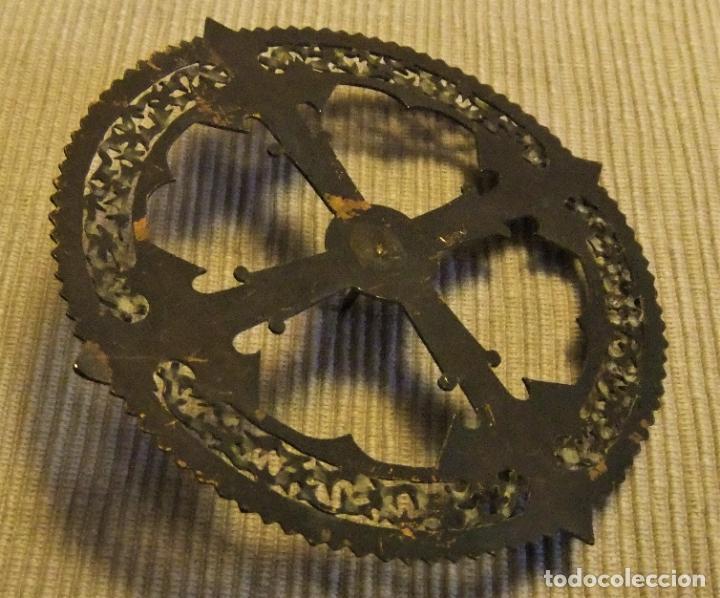 Antigüedades: ANTIGUA CORONA DE BRONCE PARA IMAGEN RELIGIOSA de 11 cms - Foto 5 - 228629783