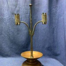 Antigüedades: CANDELABRO COBRE Y FORJA ESTILO MEDIEVAL ARTS AND CRAFTS O SIMILAR PPIO S XX 38CMS. Lote 228711580