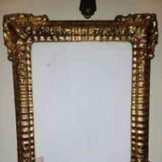 Antigüedades: PAREJA DE MARCOS DORADOS DE MADERA, ESTUCO Y PAN DE ORO SIGLO XVII 30 X 42 CM. Lote 228714960