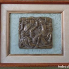 Antigüedades: ¡¡ CABALLERO MEDIAVAL , CAIDA DEL CABALLO. PLACA. !!. Lote 228730775