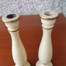 Antigüedades: CANDELABROS DE MADERA, SON 2 DE 24CM X 7.5CM. Lote 228755180