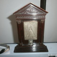 Antigüedades: VIRGEN DEL PILAR ALTAR DE MESA O COLGAR BAQUELITA MEDIDA 16X12 CM. VIRGEN METÁLICA 6,5X4.5 CM.. Lote 228769535