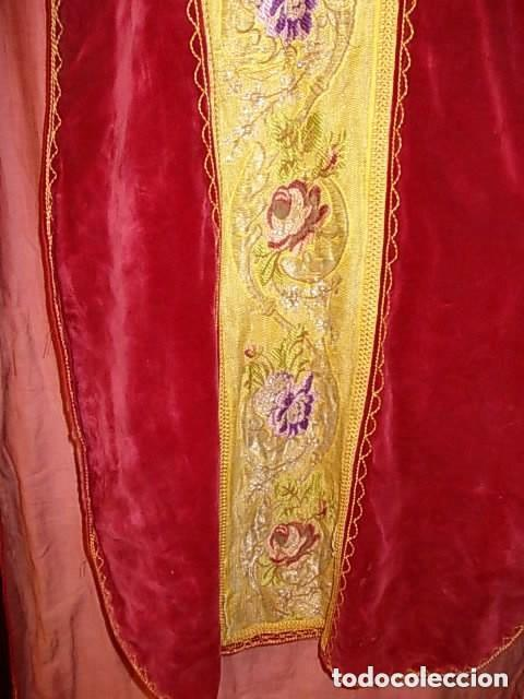 Antigüedades: ANTIGUA CASULLA DE GUITARRA S. XVIII DE TERCIOPELO ROJO CON BORDADO EN HILO DE PLATA - Foto 5 - 228783350