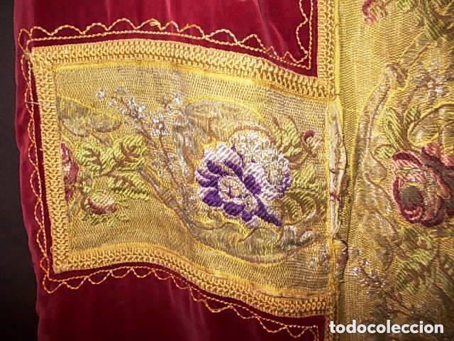 Antigüedades: ANTIGUA CASULLA DE GUITARRA S. XVIII DE TERCIOPELO ROJO CON BORDADO EN HILO DE PLATA - Foto 10 - 228783350