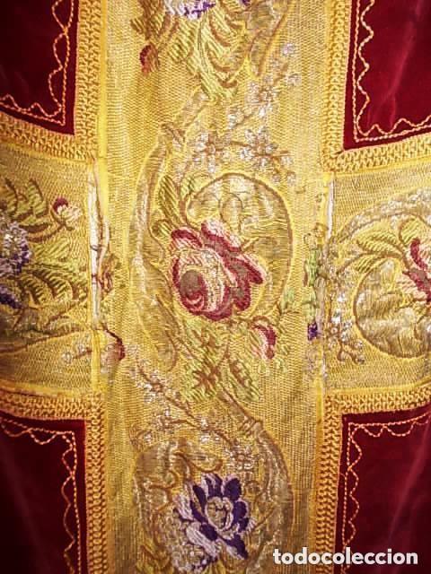 Antigüedades: ANTIGUA CASULLA DE GUITARRA S. XVIII DE TERCIOPELO ROJO CON BORDADO EN HILO DE PLATA - Foto 11 - 228783350