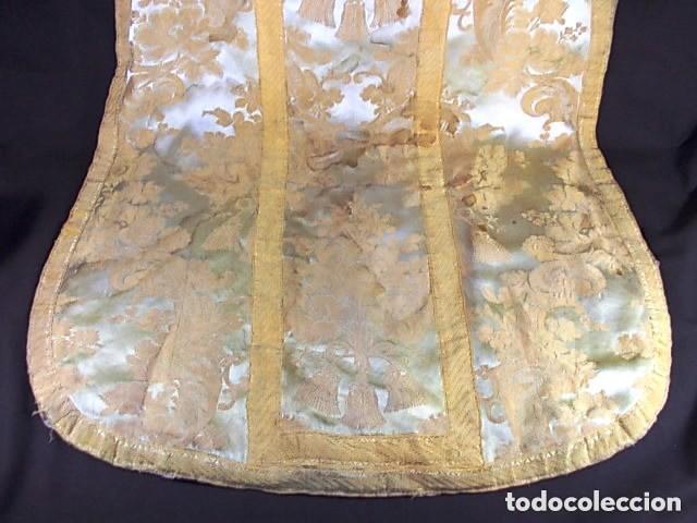 ANTIGUA CASULLA DEL SIGLO XIX BORDADA ORO SOBRE SEDA (Antigüedades - Religiosas - Casullas Antiguas)