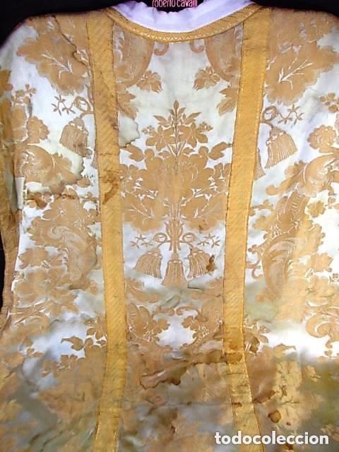 Antigüedades: ANTIGUA CASULLA DEL SIGLO XIX BORDADA ORO SOBRE SEDA - Foto 4 - 228784102