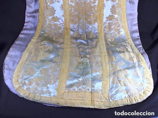 Antigüedades: ANTIGUA CASULLA DEL SIGLO XIX BORDADA ORO SOBRE SEDA - Foto 12 - 228784102