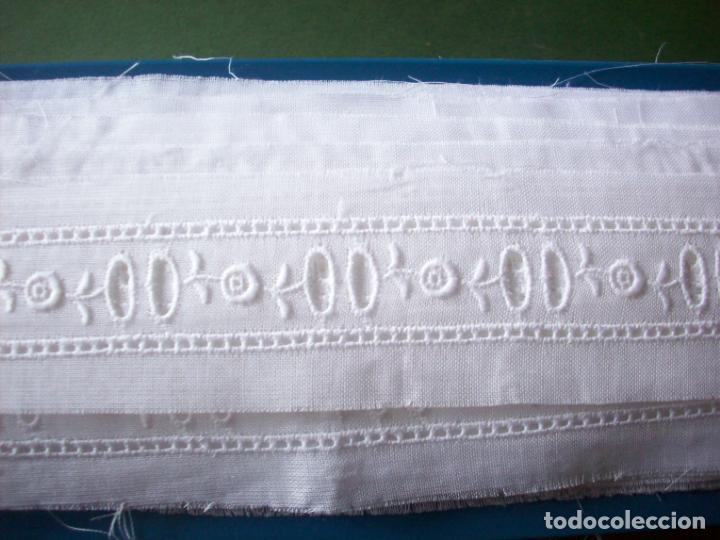 Antigüedades: ANTIGUO BORDADO SUIZO COLOR BLANCO - 13,40 METROS . - Foto 3 - 228800720