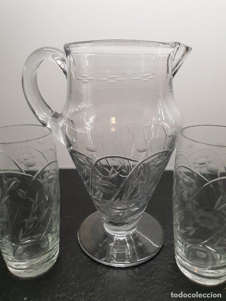 Antigüedades: Juego de Jarra y cinco vasos altos. Tallados y grabados. - Foto 2 - 228837140