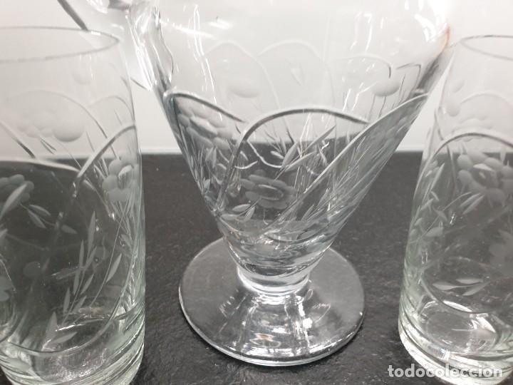 Antigüedades: Juego de Jarra y cinco vasos altos. Tallados y grabados. - Foto 4 - 228837140