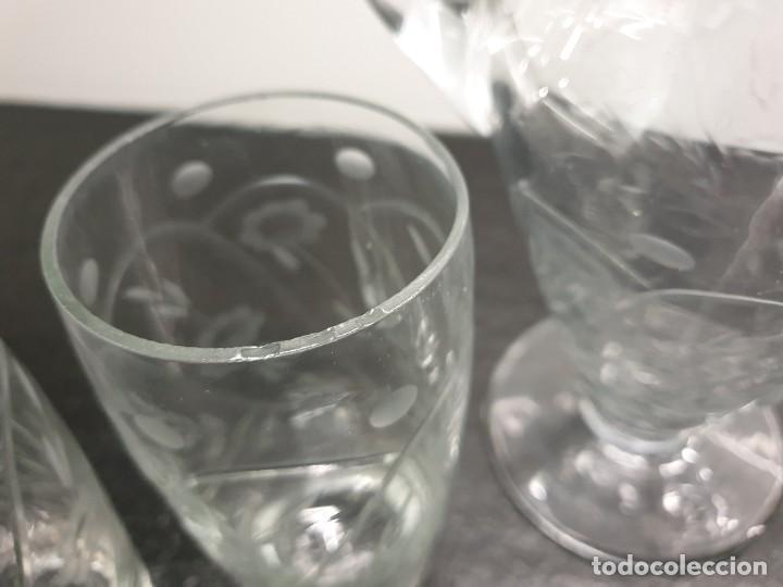 Antigüedades: Juego de Jarra y cinco vasos altos. Tallados y grabados. - Foto 6 - 228837140