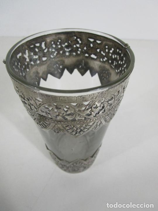 Antigüedades: Bonito Vaso de Cristal - Plata de Ley Cincelada - Foto 10 - 228847385