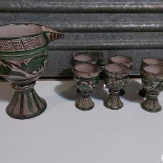 Antigüedades: JUEGO DE JARRA Y COPAS DE VINO CERÁMICA DOMINGO PUNTER TERUEL AÑOS 70. Lote 228883270