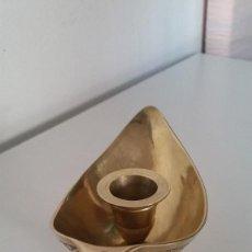 Antigüedades: PRECIOSO PORTA VELAS, TIPO LAMPARA DE ALADIN EN BRONZE Y DIBURROS EN RELIEVOANOS 40,50. Lote 228890730