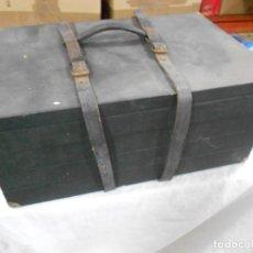 Antigüedades: ANTIGUA MALETA BAUL COMPARTIMENTOS PARA JOYAS O SIMILARES DE VIAJANTE EN BUEN ESTADO GENERAL. Lote 228920320