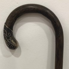 Antiquités: ANTIGUO BASTÓN MODERNISTA, DE MADERA DE ÉBANO DE MACASSAR, CON DETALLES EN PLATA. PPS S.XX. Lote 228968245