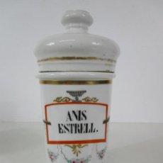 Antigüedades: BOTE, ALBARELO DE FARMACIA ISABELINO - PORCELANA LIMOGES - ANIS ESTRELL - S. XIX. Lote 229145895