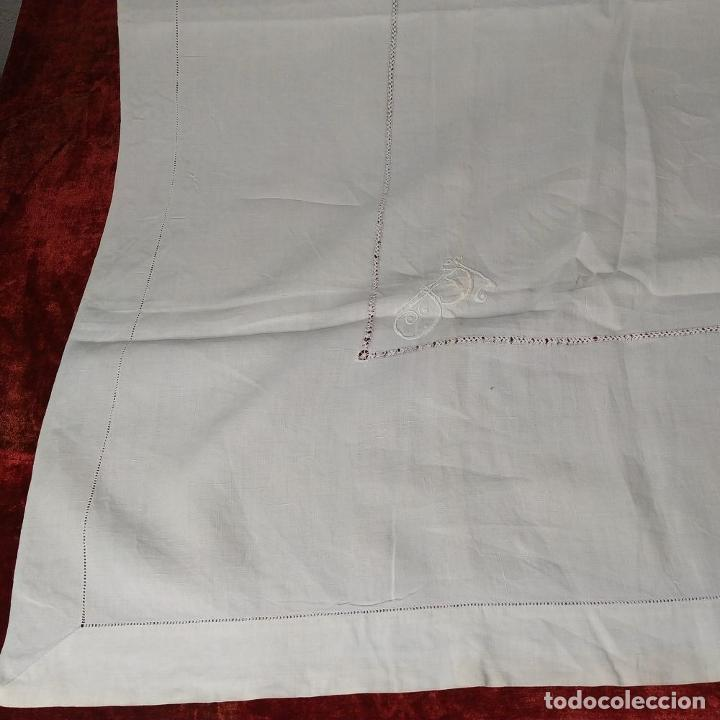 Antigüedades: GRAN MANTEL EN LINO 236X168 CM. CON DECORACIÓN FIL-TIRÉ. ESPAÑA. SIGLO XIX-XX - Foto 13 - 229192875