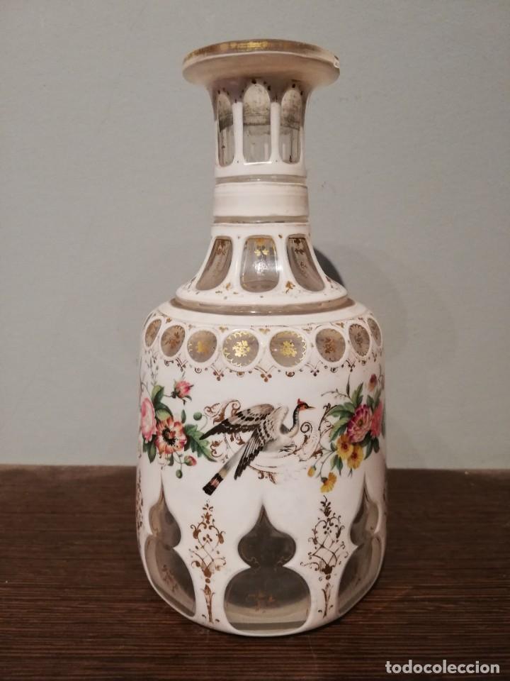 INTERESANTE BOTELLA DE CRISTAL OVERLAY DE BOHEMIA S. XIX (Antigüedades - Cristal y Vidrio - Bohemia)