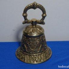 Antigüedades: ANTIGUA CAMPANA LITÚRGICA EN BRONCE PARA BENDECIR SIGLO XIX.370 GRAMOS.. Lote 229261500