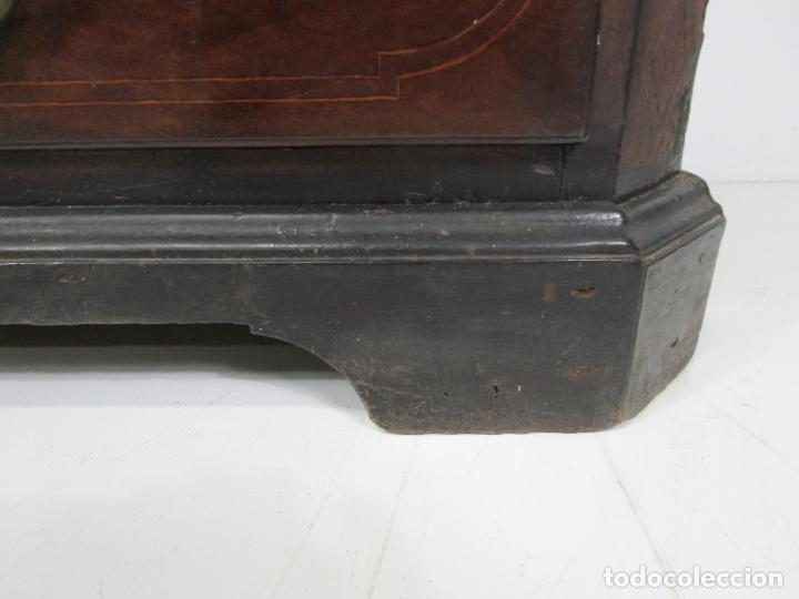 Antigüedades: Cómoda Catalana - Madera de Nogal y Marquetería - Tiradores de Bronce Originales - S. XVIII - Foto 4 - 229370360