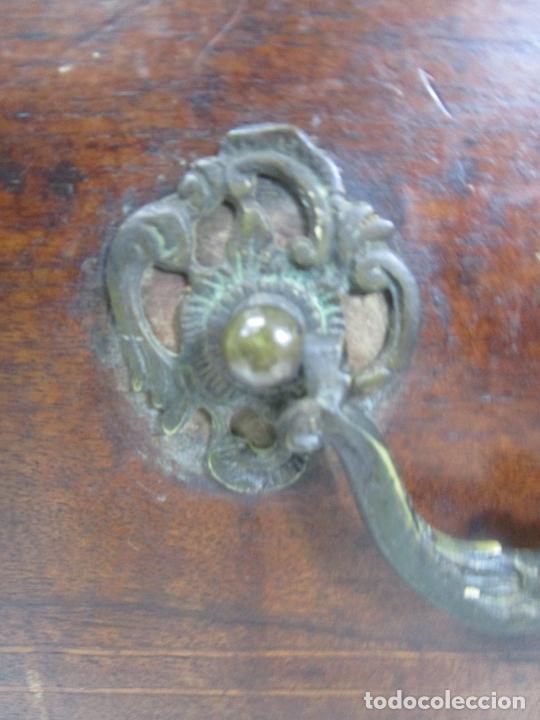 Antigüedades: Cómoda Catalana - Madera de Nogal y Marquetería - Tiradores de Bronce Originales - S. XVIII - Foto 7 - 229370360