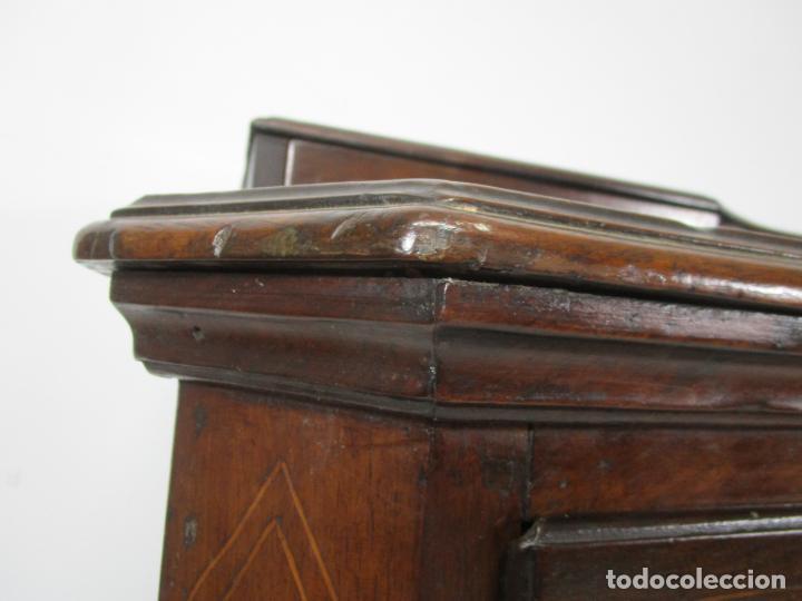Antigüedades: Cómoda Catalana - Madera de Nogal y Marquetería - Tiradores de Bronce Originales - S. XVIII - Foto 11 - 229370360