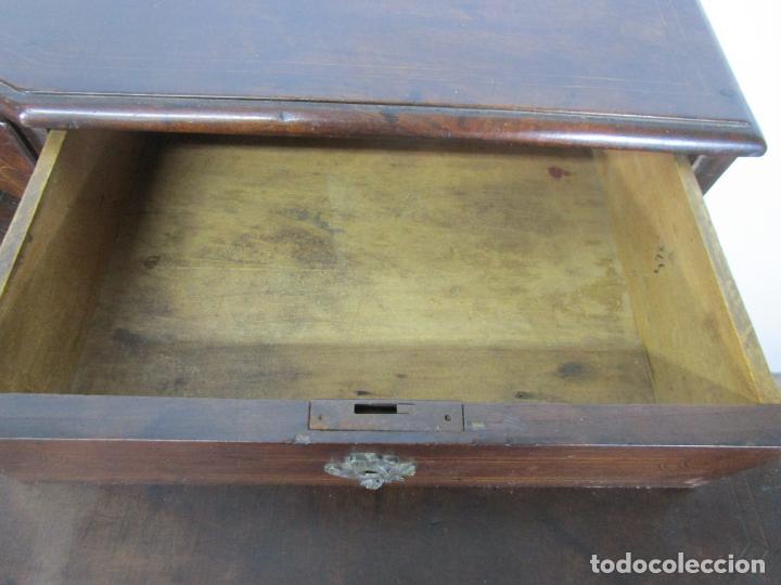 Antigüedades: Cómoda Catalana - Madera de Nogal y Marquetería - Tiradores de Bronce Originales - S. XVIII - Foto 23 - 229370360