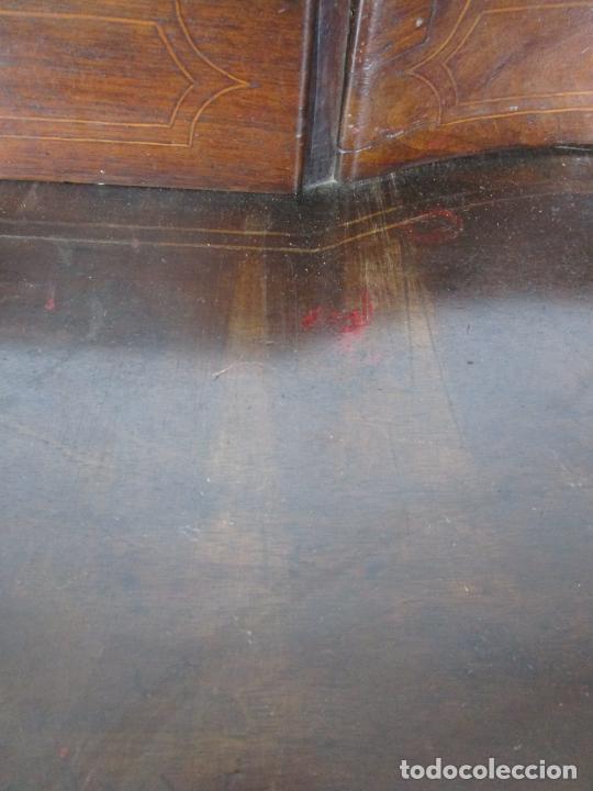 Antigüedades: Cómoda Catalana - Madera de Nogal y Marquetería - Tiradores de Bronce Originales - S. XVIII - Foto 24 - 229370360
