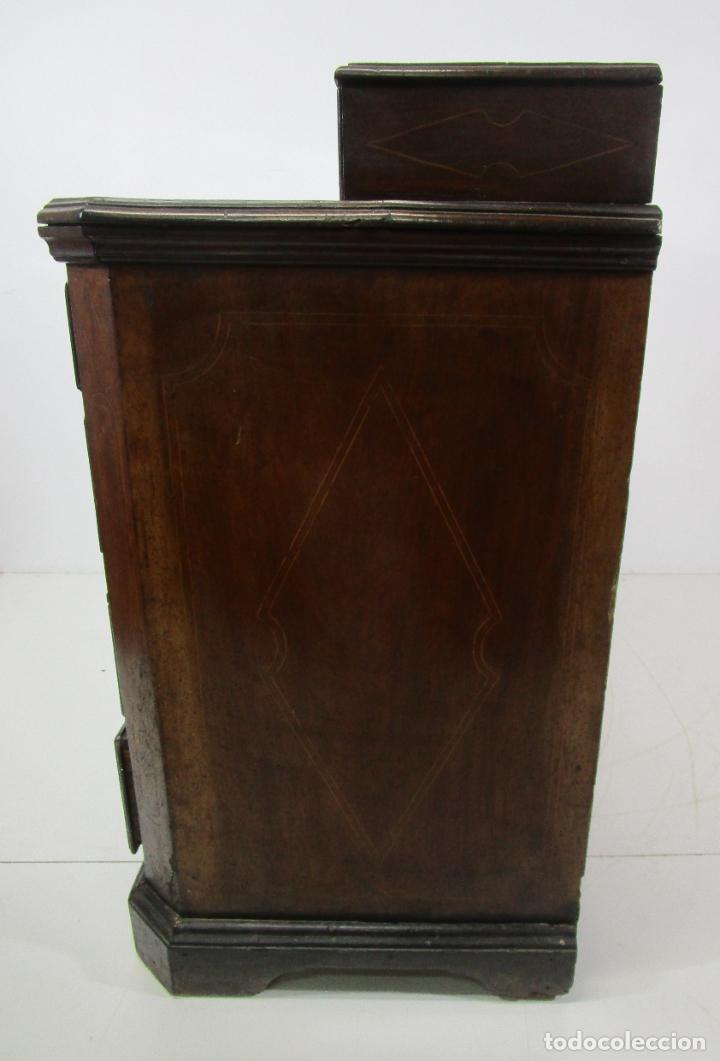 Antigüedades: Cómoda Catalana - Madera de Nogal y Marquetería - Tiradores de Bronce Originales - S. XVIII - Foto 32 - 229370360