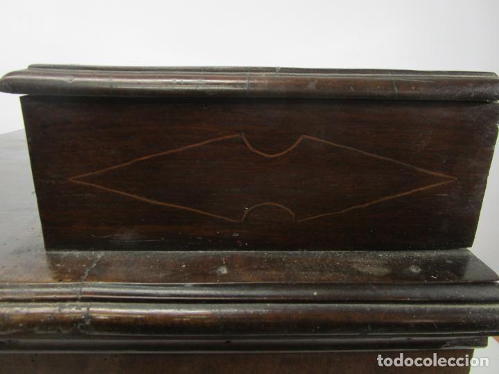 Antigüedades: Cómoda Catalana - Madera de Nogal y Marquetería - Tiradores de Bronce Originales - S. XVIII - Foto 33 - 229370360