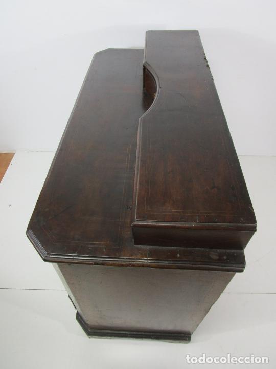 Antigüedades: Cómoda Catalana - Madera de Nogal y Marquetería - Tiradores de Bronce Originales - S. XVIII - Foto 34 - 229370360