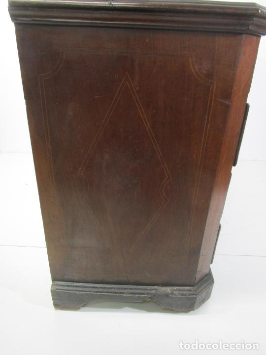 Antigüedades: Cómoda Catalana - Madera de Nogal y Marquetería - Tiradores de Bronce Originales - S. XVIII - Foto 40 - 229370360