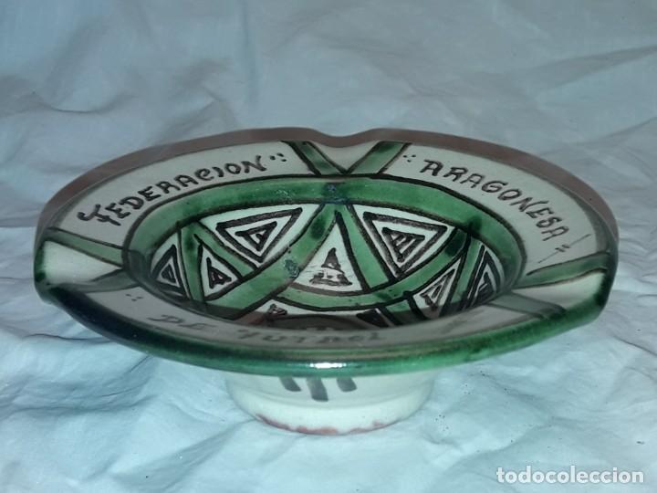 Antigüedades: Bello cenicero cerámica Domingo Punter Teruel Federación Aragonesa de Futbol año 1981 - Foto 4 - 229406640